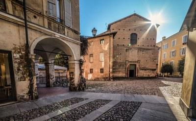 A walk trough Modena's most beautiful piazzas