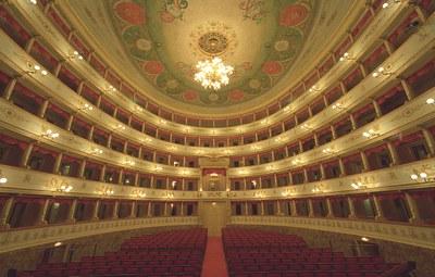 Visite guidate al Teatro Comunale Pavarotti - Freni