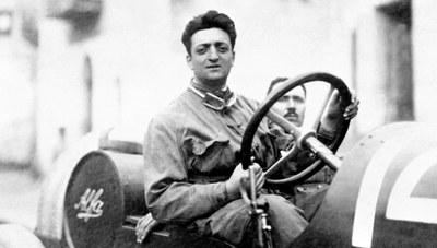 Enzo Ferrari, costruttore di auto sportive (1898-1988)