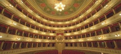 teatro comunale luciano pavarotti (2).jpg