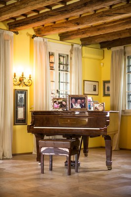 Casa museo Pavarotti il pianoforte.jpg