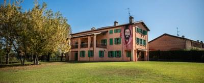 casapavarotti1.jpg