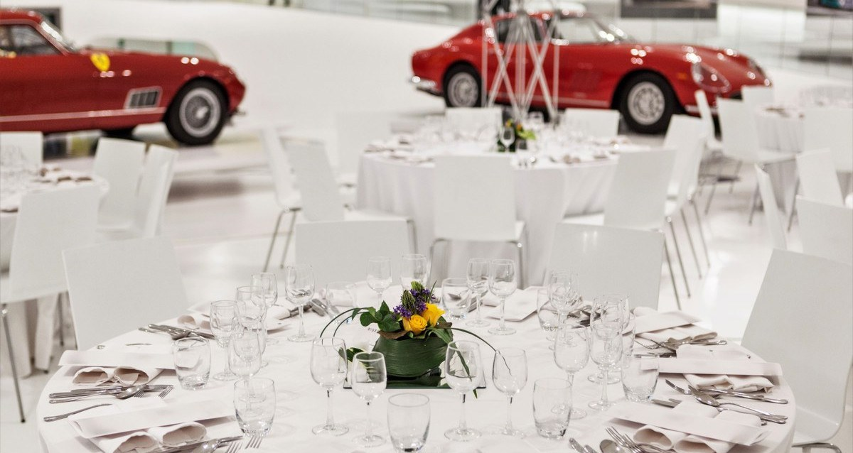 Organize an event in Modena